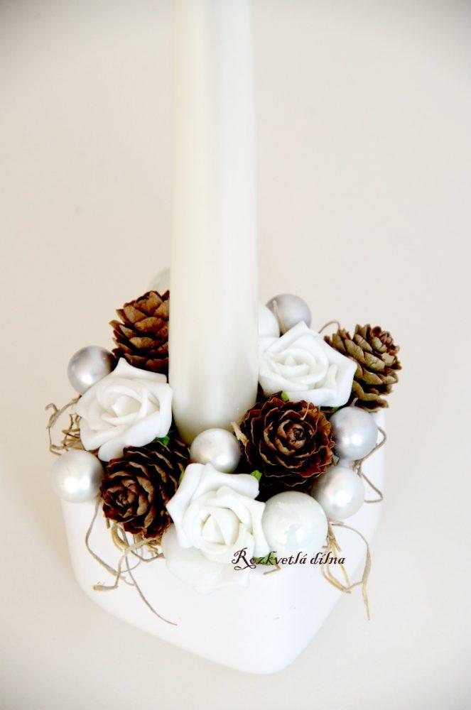 svícen_vánoční_šišky_růže_III