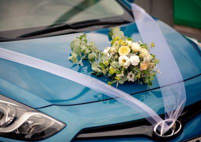 dekorace automobilu s růžemi