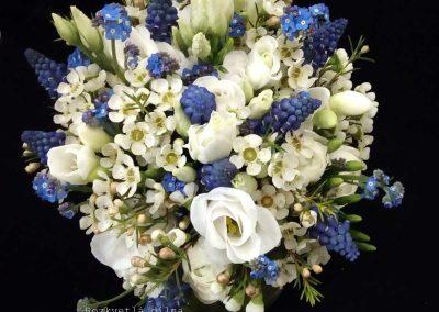 jarní svatební kytice s modřencem 2