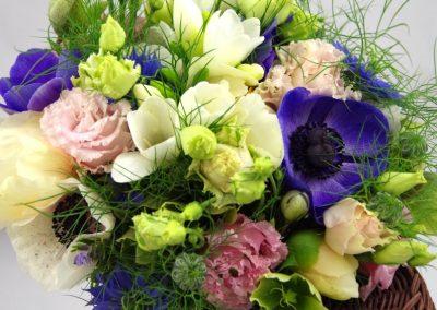 jarní svatební kytice se sasankami