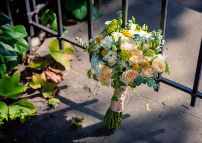 svatební kytice s růžemi