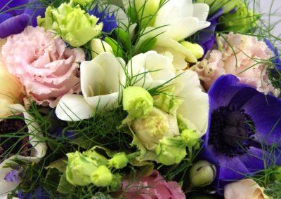 svatební kytice se sasankami