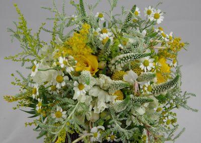 svatební kytice v lučním stylu