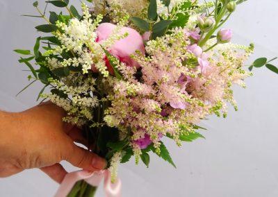 svatební_kytice_luční_růžová