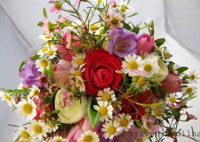 jarní svatební kytice s pryskyřníkem 2