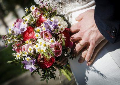 jarní svatební kytice s pryskyřníkem