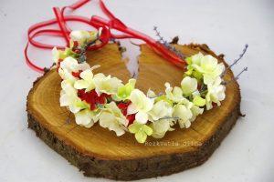 Věneček bílé květy s červenou 4