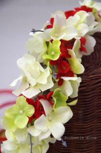 Věneček bílé květy s červenou 2