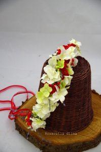 Věneček bílé květy s červenou
