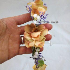 Věneček do vlasů z umělých květů